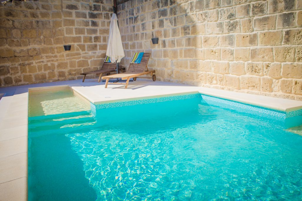 swimming pool bed and breakfast malta